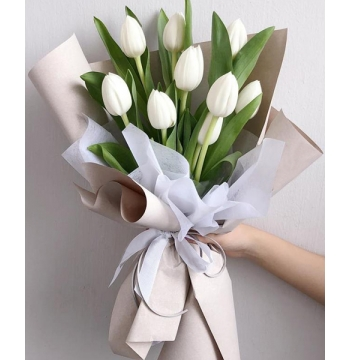 9 Pcs White Tulips in a Bouquet